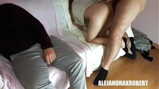 Sexso con mi novio mientras mi papa duerme
