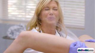 Vídeos pornos de lesbianas follando en un consultorio de ginecóloga